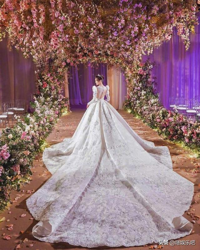 6 đám cưới ngập trong biển hoa bạc tỷ của showbiz Hoa ngữ-15