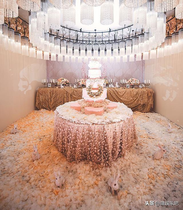 6 đám cưới ngập trong biển hoa bạc tỷ của showbiz Hoa ngữ-18