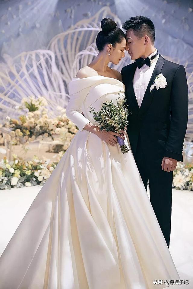 6 đám cưới ngập trong biển hoa bạc tỷ của showbiz Hoa ngữ-10
