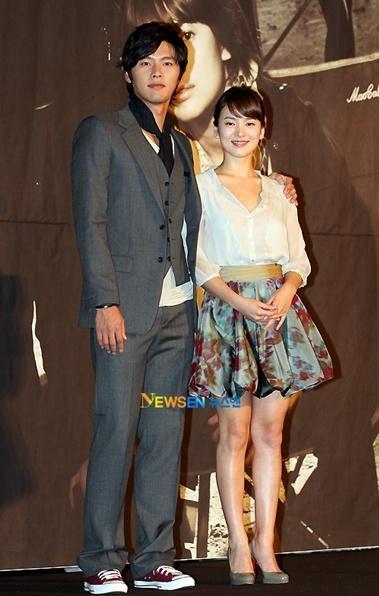 Nghi vấn Song Hye Kyo và Hyun Bin đội mũ đôi, hẹn hò trong đêm-2