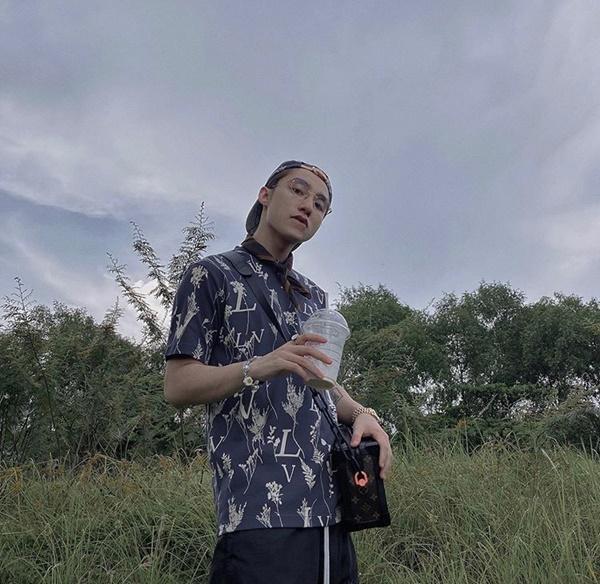 Sơn Tùng M-TP, Isaac khoe vẻ phong trần với mốt áo sơ mi họa tiết-1