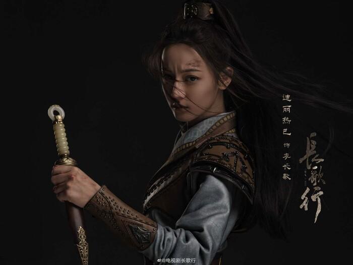Tạo hình trong Trường ca hành của Địch Lệ Nhiệt Ba đụng hàng với Dương Mịch, Triệu Lệ Dĩnh-9