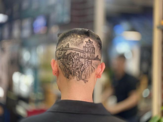Cạo tóc tạo hình nhân viên y tế ở Đà Nẵng để cổ vũ chống dịch-1