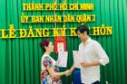 Bạn trai Hàn Quốc hớn hở nhảy múa khi cùng Pha Lê đăng ký kết hôn
