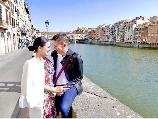 Cuộc sống đẳng cấp của bạn thân Hà Tăng: Làm vợ chính trị gia, sở hữu kho đồ hiệu khủng-4
