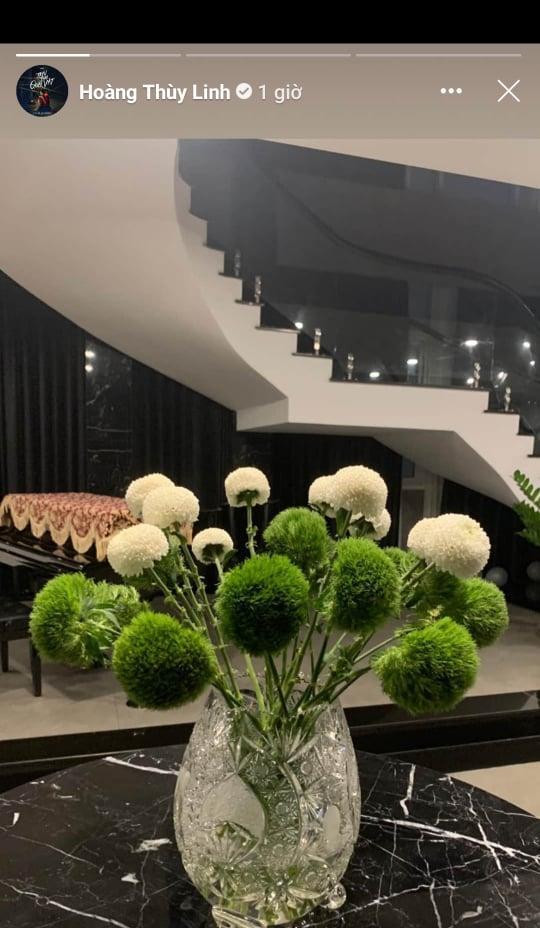 Không gian sống sang trọng tràn ngập sắc hoa của Hoàng Thùy Linh-3