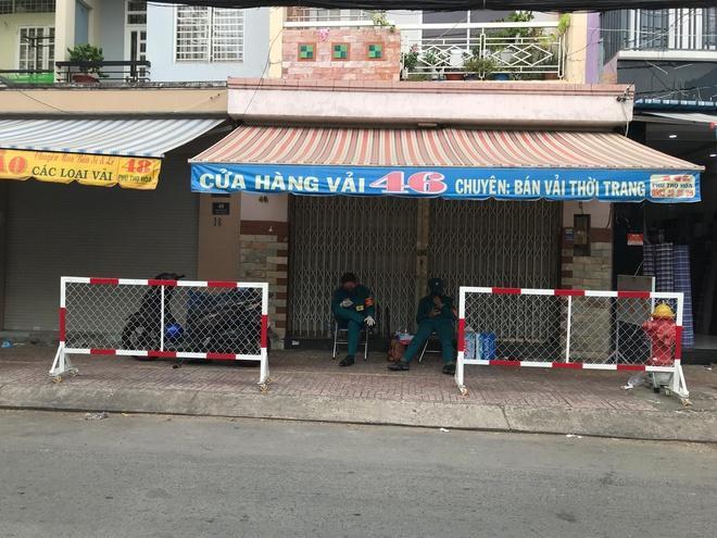 Quận Tân Phú tiếp tục phong tỏa 8 căn nhà-1