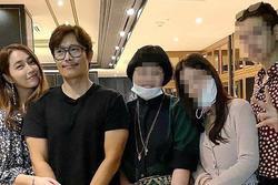 Vợ chồng Lee Byung Hun - Lee Min Jung tình tứ xuất hiện cùng nhau