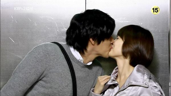 Loạt khoảnh khắc ngọt ngào giữa Song Hye Kyo - Hyun Bin sau 10 năm xem lại vẫn mê mẩn-5