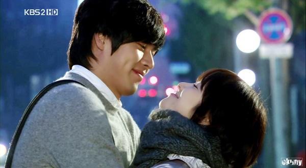 Loạt khoảnh khắc ngọt ngào giữa Song Hye Kyo - Hyun Bin sau 10 năm xem lại vẫn mê mẩn-10