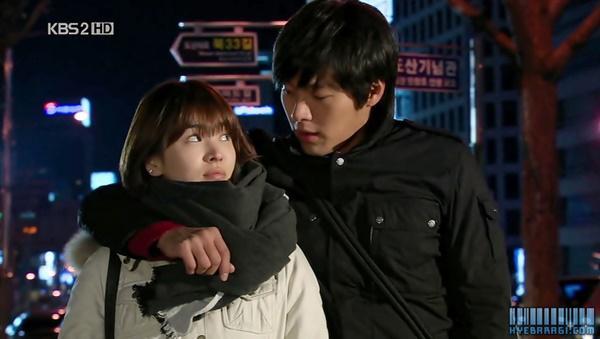 Loạt khoảnh khắc ngọt ngào giữa Song Hye Kyo - Hyun Bin sau 10 năm xem lại vẫn mê mẩn-13
