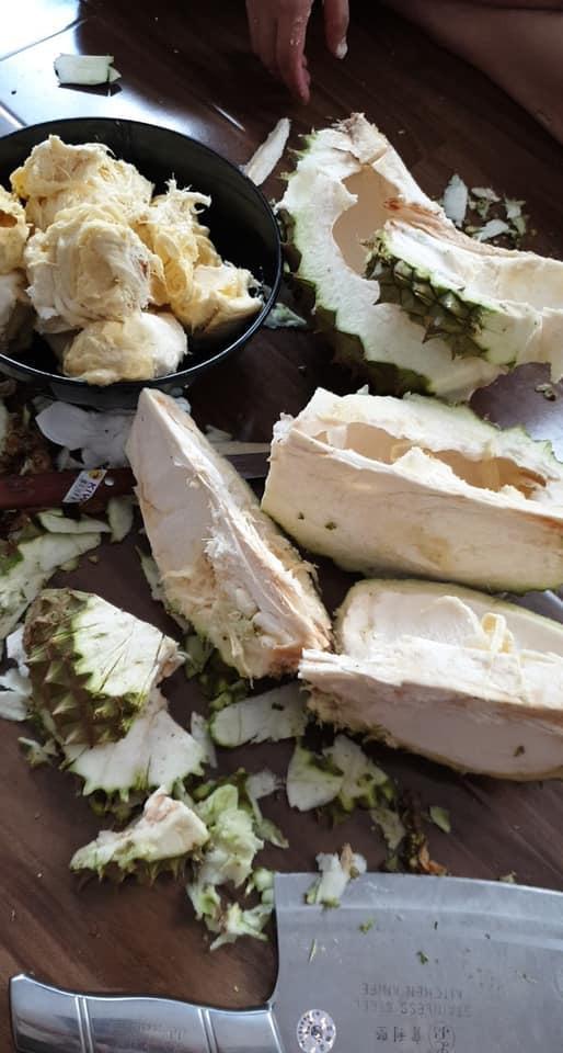 Màn vung dao tách sầu riêng có 1-0-2 của gái đảm khiến dân mạng cứ ngỡ như bổ dừa-2