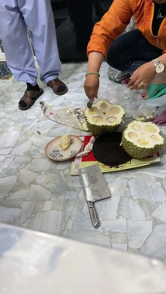 Màn vung dao tách sầu riêng có 1-0-2 của gái đảm khiến dân mạng cứ ngỡ như bổ dừa-3