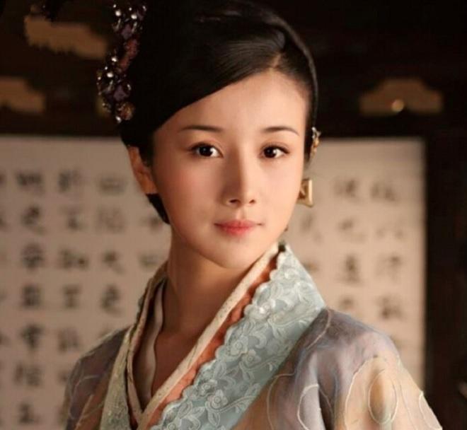 Sự nghiệp lao dốc vì scandal váy áo của Mỹ nhân cổ trang Trung Quốc-4