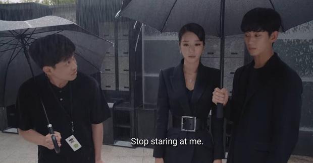 Cùng mình hạc xương mai nhưng Yoona cũng phải mất điện trước vòng eo nhỏ siêu tưởng của Seo Ye Ji-1