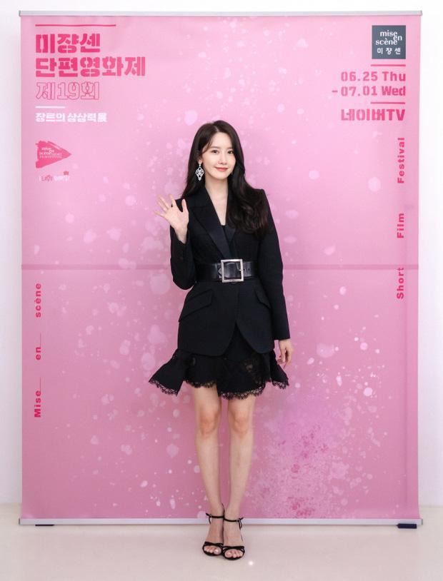 Cùng mình hạc xương mai nhưng Yoona cũng phải mất điện trước vòng eo nhỏ siêu tưởng của Seo Ye Ji-4