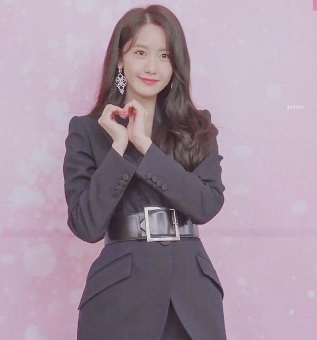 Cùng mình hạc xương mai nhưng Yoona cũng phải mất điện trước vòng eo nhỏ siêu tưởng của Seo Ye Ji-5