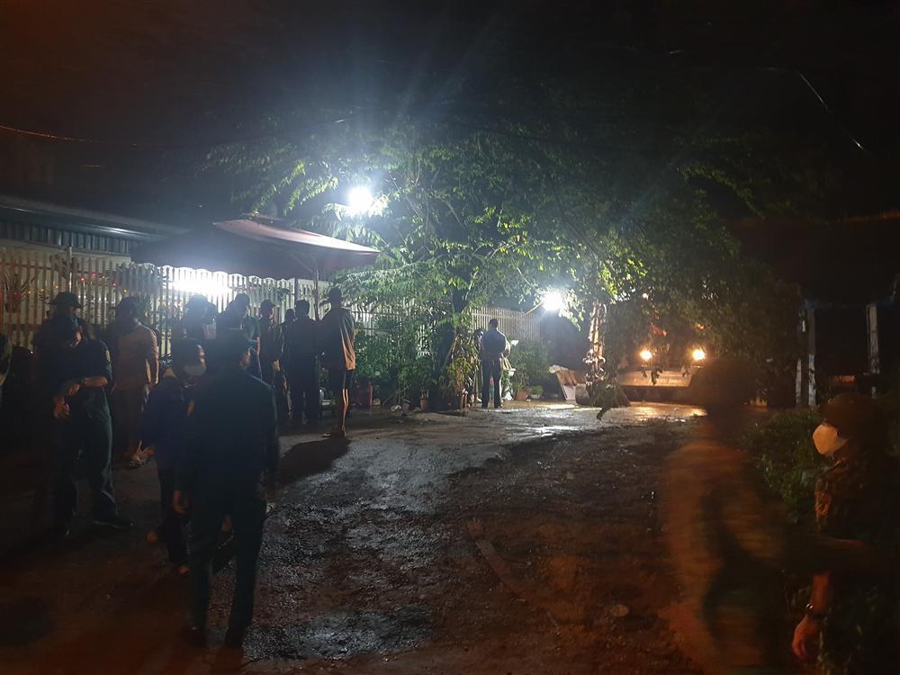 Quảng Ninh: Sập bờ kè lớn, vùi lán trại khiến 1 người tử vong-1