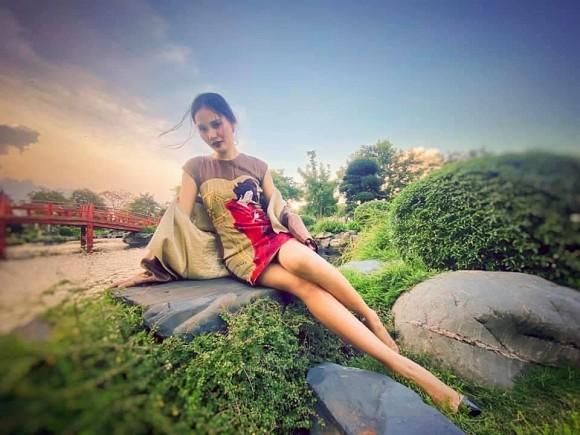 Hoa hậu đẹp nhất châu Á Hương Giang bất ngờ lộ rõ thân hình gầy tong teo, hốc hác-2