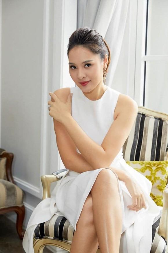 Hoa hậu đẹp nhất châu Á Hương Giang bất ngờ lộ rõ thân hình gầy tong teo, hốc hác-6
