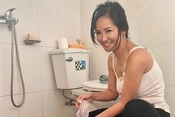 Diva Hồng Nhung ngồi xổm giặt đồ trong khu cách ly tập trung
