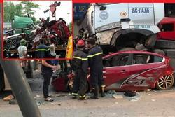 Đang dừng đèn đỏ ở Hà Nội, ô tô con bị xe container chồm lên nóc, 3 người tử vong