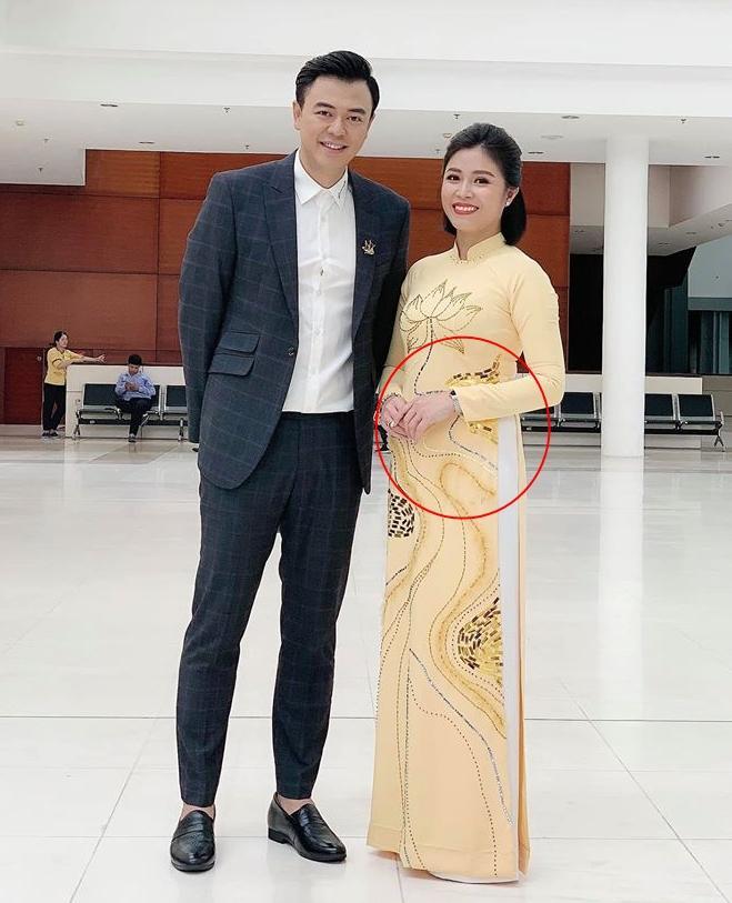 Bị nửa thiên hạ bảo có bầu với Mạnh Hùng, MC Hoàng Linh công khai sự thật-1