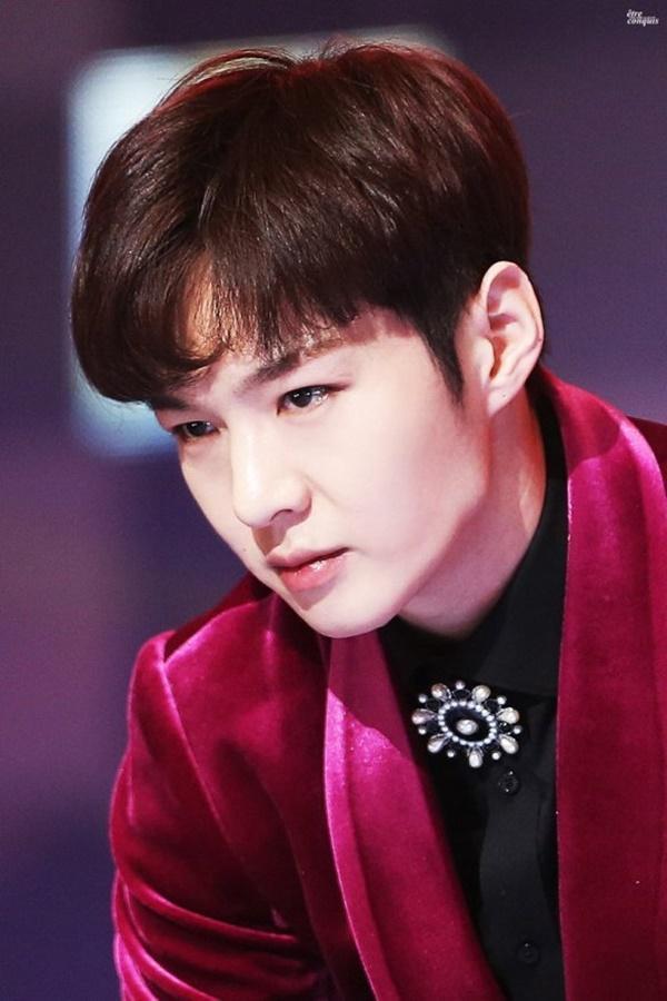 Camera giấu kín: Bóc trần tính cách thật của loạt idols Hàn Quốc-1