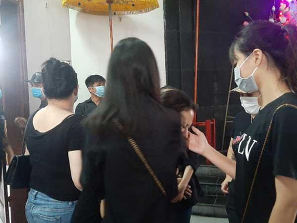 Container tông xe 4 chỗ dừng đèn đỏ làm 3 người chết ở Hà Nội: Chuyến xe định mệnh đi lễ rằm-3