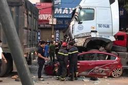 Vụ container đâm bẹp ô tô con, 3 người tử vong ở Hà Nội: Sức khỏe nữ nạn nhân sống sót duy nhất ra sao?