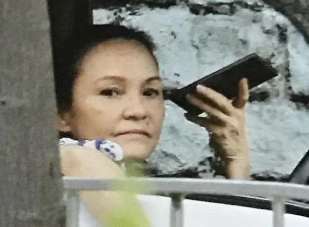 Mẹ Trương Bá Chi lái taxi kiếm tiền-1