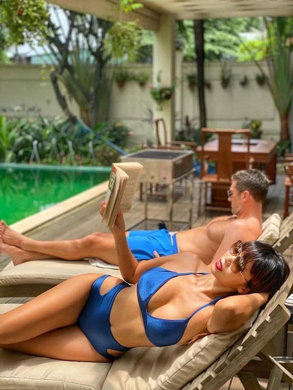 Siêu mẫu Hà Anh tung ảnh phô dáng đẹp với bikini trong kỳ nghỉ, gái một con mà vòng một vẫn căng đầy-1