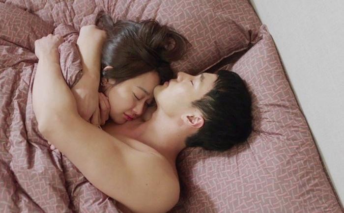 Chỉ có đàn ông yêu bạn thật lòng mới có thể làm được 3 điều này trên giường ngủ-2