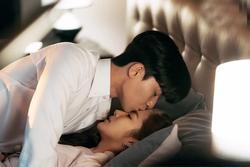 Chỉ có đàn ông yêu bạn thật lòng mới có thể làm được 3 điều này trên giường ngủ
