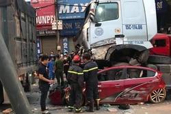 Container chồm lên ô tô 4 chỗ khiến 3 người tử vong: Lái xe khai do buồn ngủ
