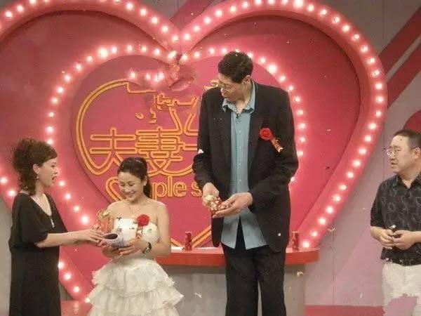 Người Trung Quốc bị gọi là sinh vật kỳ lạ vì chiều cao 2,42 m-4
