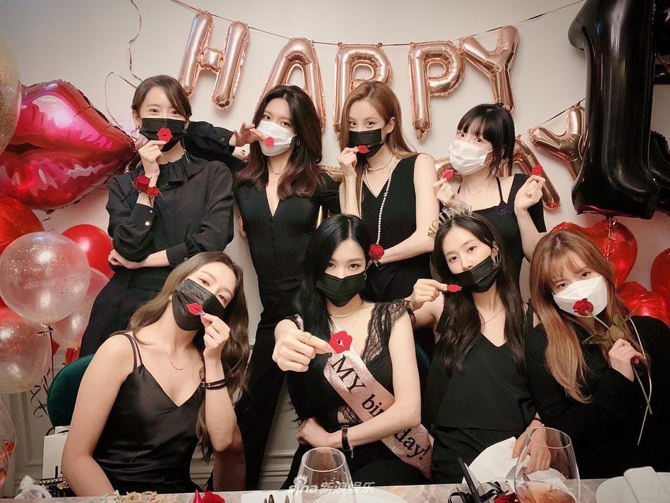Kỷ niệm 13 năm thành lập, SNSD hội ngộ ton-sur-ton từ đồ ngủ đến váy dự tiệc-2