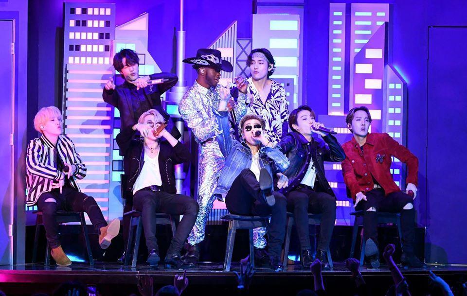 BTS là nghệ sĩ Kpop duy nhất biểu diễn tại 4 lễ trao giải lớn của Mỹ-1