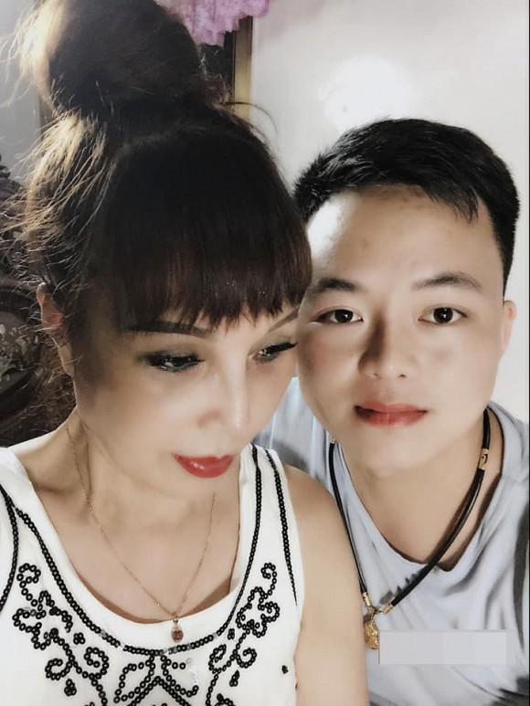 Kỷ niệm 2 năm ngày cưới, cô dâu Cao Bằng khoe nhà mới có bia đá khắc tên 2 vợ chồng-4