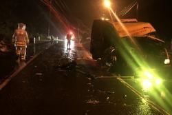 2 xe tải đối đầu trực diện, 1 người tử vong, 2 người thương nặng