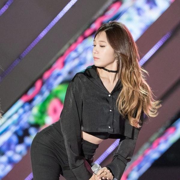 Jungkook BTS, Lee Hyori và những Idols sở hữu hình thể bốc lửa vạn người thèm-14