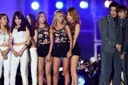 Những khoảnh khắc idol nam và idol nữ Kpop 'né nhau như né tà'