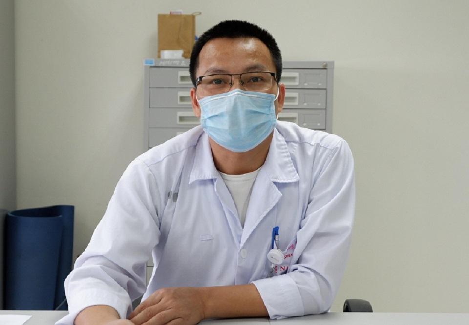 2 người đầu tiên đủ điều kiện hiến huyết tương điều trị bệnh nhân Covid-19 nặng-1
