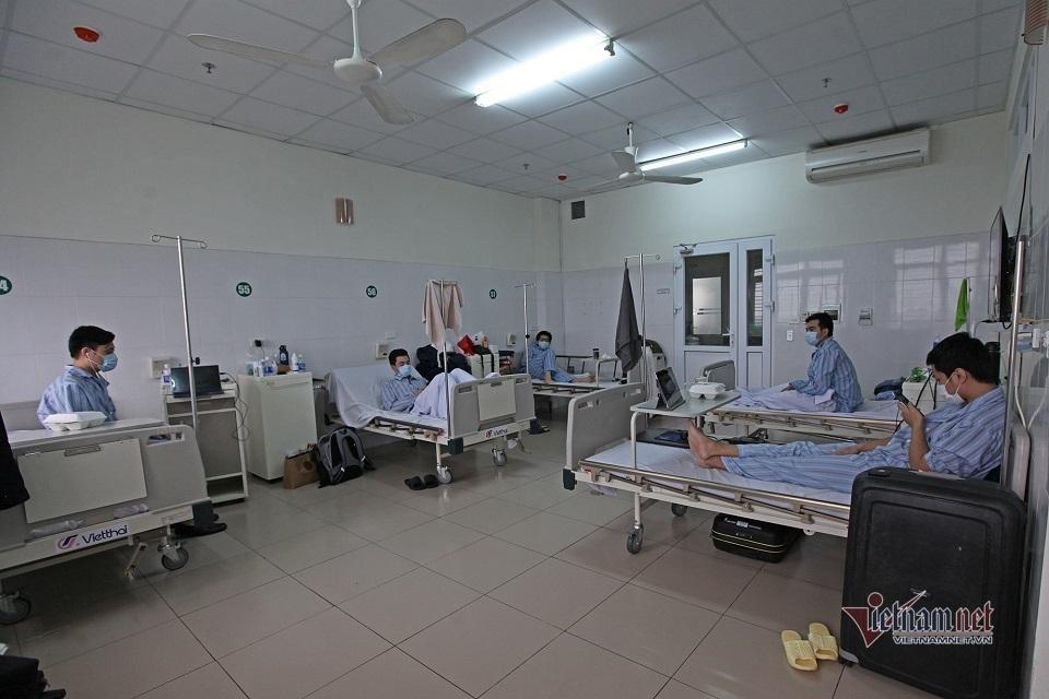 2 người đầu tiên đủ điều kiện hiến huyết tương điều trị bệnh nhân Covid-19 nặng-2