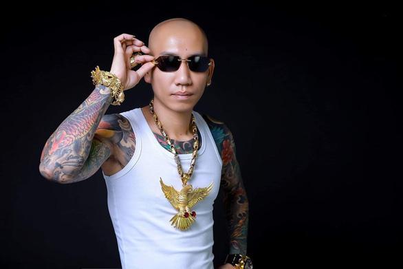 Chân dung giang hồ mạng kiêm ca sĩ Phú Lê vừa bị bắt giữ-2