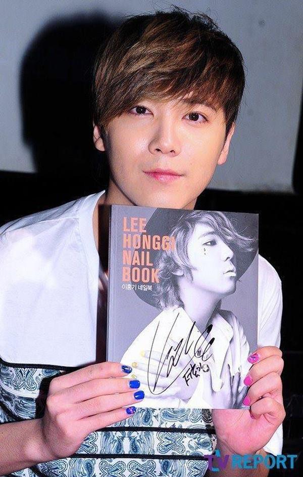 BIGBANG và loạt Idols có màn rẽ ngang thành công khi bon chen viết sách-9
