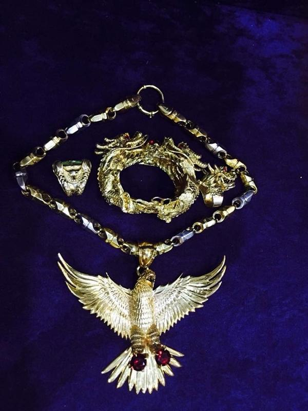 Sự thật về bộ trang sức vàng nặng trĩu của giang hồ mạng Phú Lê-4