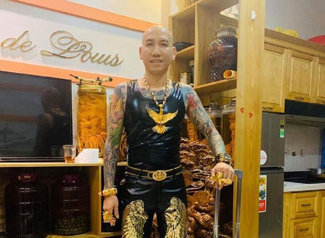 Sự thật về bộ trang sức vàng nặng trĩu của giang hồ mạng Phú Lê-7