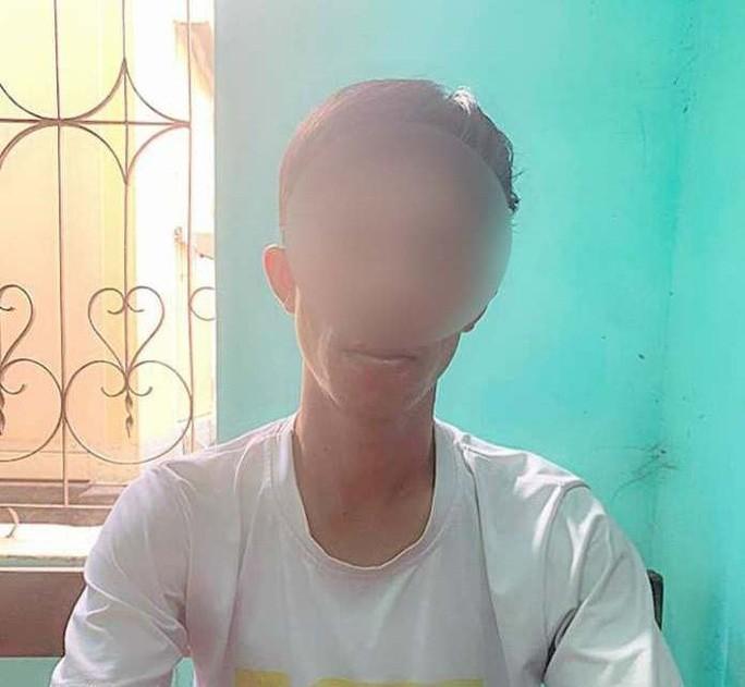 Quảng Bình: Tạm giữ nam thanh niên quay lén giáo viên tắm rồi tống tiền-1