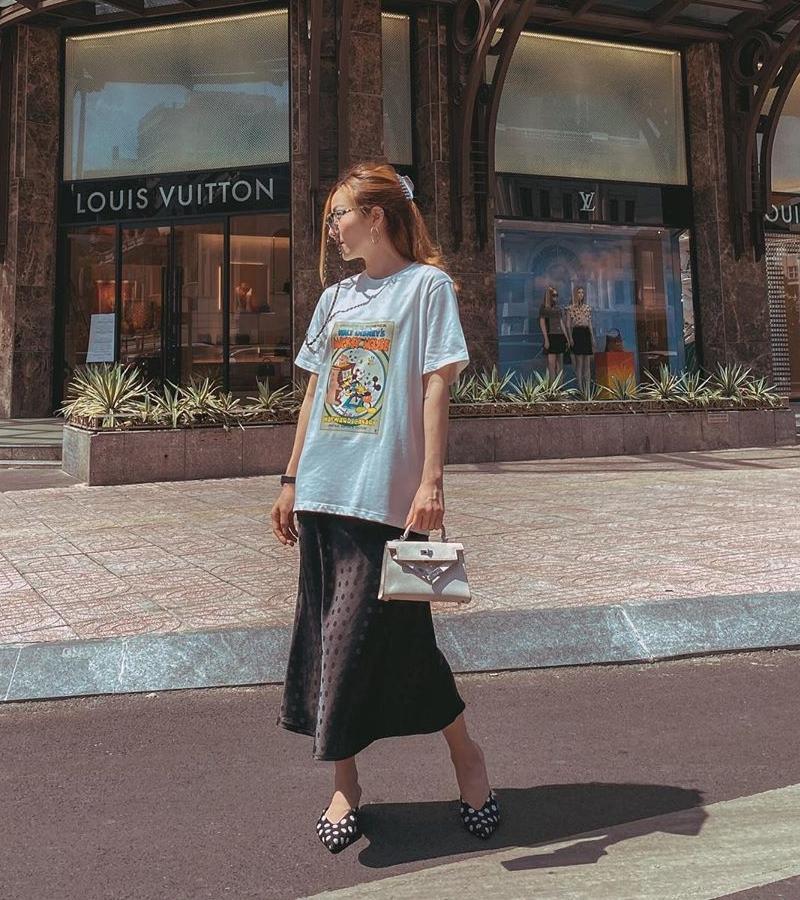 Thanh Hằng - Minh Hằng khoe điểm vàng cơ thể qua loạt street style hút mắt-4